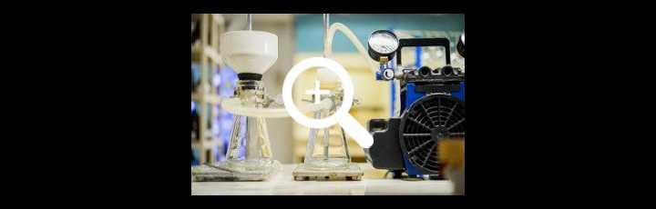 Semplice set-up da laboratorio con pompa da vuoto a membrana